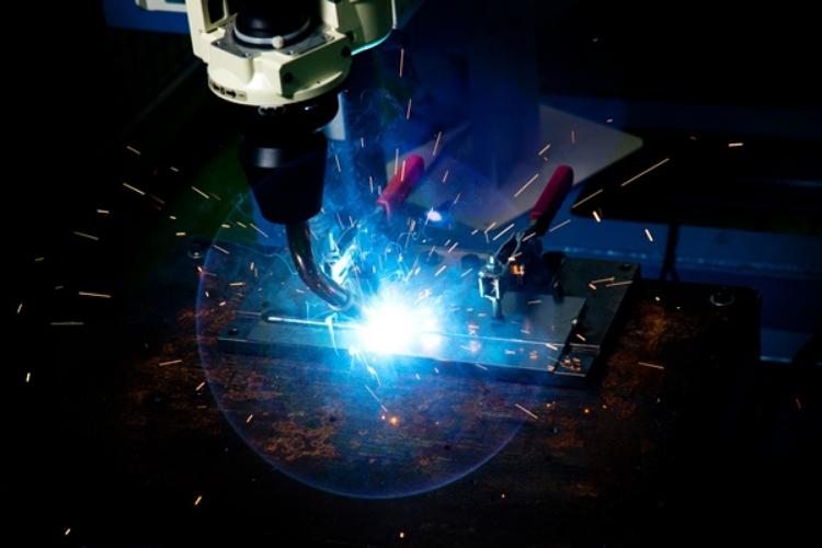 Robots Fill The Welding Gap